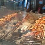 ラニ チキン ファクトリー - 炭火でじっくり焼かれています