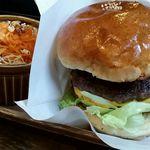 ピークス カフェ - 料理写真:ダブルピークスチーズバーガーセット(サラダ)
