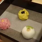 56469760 - 出された3種類の生菓子
