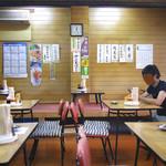 竹内食堂 - 広い店内