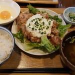 九州居酒屋 かてて - チキン南蛮定食+生卵
