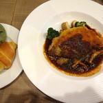 ブレッドガーデン - 豚ロース肉のミルフィーユカツレツ きのこ入りデミグラスソースです
