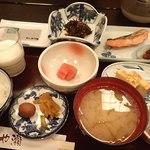 ホテルあや瀬 - 朝食の膳;少し塩気の物が多いかな(^^;) @2016/09/18
