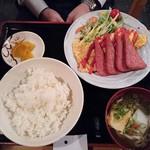 居酒屋おもろ - ポーク玉子定食700円(税別)