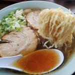 塩苅食堂 - 2016年9月22日(木・祝) チャーシューメン(850円) 自家製麺リフト