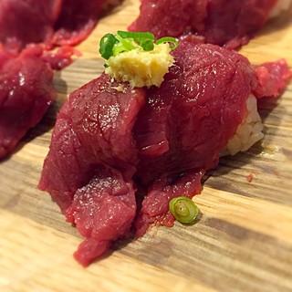 多彩な肉料理牛ヒレの肉寿司