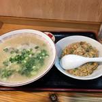 駅東亭 - 料理写真:ラーメンセット750円 福神漬つき