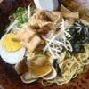 ぱくぱく - 料理写真:海賊ラーメン730円から揚げは揚げだし豆腐に見える