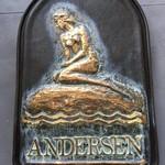 56486148 - デンマーク コペンハーゲンにある、アンデルセン童話の「人魚姫」の像を看板にされています。