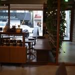 ネイバーフッドアンドコーヒー - ペットもOKな空間、酒もあるらしい!イベントにも力入れてるぽい。