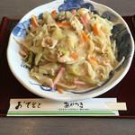 あかつき - 料理写真:皿うどん太麺です。