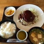 トミー - ハンバーグ定食(税込900円)