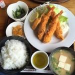 トミー - 海老フライ定食(税込1010円)