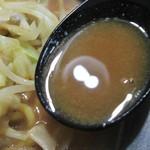 豚骨食堂 - スープの感じ。                          28.9.20