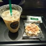 タリーズコーヒー - アイスカフェラテ&グラノラワッフルクッキー