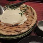 銀平 - つきだしの汲み上げ豆腐はかわらず。