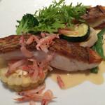 アッシュカー - 愛媛産真鯛のポワレ タラゴン風味の白ワインソース 桜エビを添えて