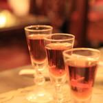 56501081 - 紹興酒3種呑み比べ 1000円 3年、5年、8年。 いっぱいはたぶん20ccくらいとちょびっとです