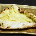 ターリー屋 - ゴンゴンゾーラチーズナン