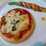 西洋館 - 貝柱のピザ