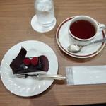 レストラン オーロラ - チョコレートケーキと紅茶
