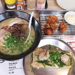 中洲二丁目屋台 - 博多定食1,300円です。                             ラーメン・博多チカラめし・唐揚げのセットです。