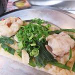 中洲二丁目屋台 - モツ鍋や水炊き、豚骨ラーメンをおこわにアレンジした、モツめし・水炊きめし・豚骨めし。                             コレはモツめしです。