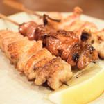 鳥田むら - 串6本では足りないので、その後に、一品料理を含めて、ちょこちょこ足していく… ちなみに、一品料理は、300円〜500円前後の価格帯で悪くない。