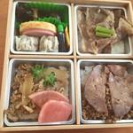 松川弁当店 - 牛肉重、牛タン弁当、牛焼肉弁当におかずがついた文字どおりのよくばり弁当です。