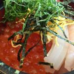 56528632 - いくら盛りだくさんのオリジナル海鮮丼