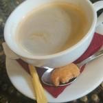 56531778 - 昼:食後のホットコーヒー                       クッキーがかわいい