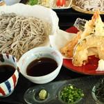 あおぞら一丁目 - 料理写真:天ぷらと盛そば(大盛り)