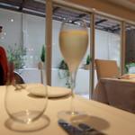 デジーノ - グラスのシャンパーニュ(1300円)