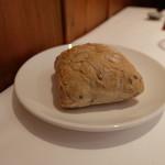 デジーノ - むっちりしたパン。お代わりを持ってきてくれます