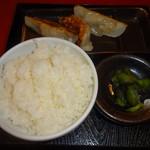 満天家 - 餃子・ライスセット(330円)