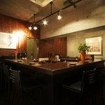 蕎麦 酒肴 京鴨 椿 - ゆったり カウンター席