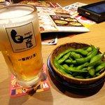 56552557 - ビール一番搾りにお通しの枝豆
