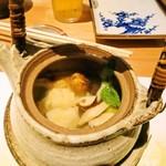 酒彩 奏 - 鱧の土瓶蒸し(2,100円) 季節の鱧と松茸の風味が良かったです。