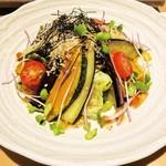 酒彩 奏 - 秋茄子の、グリーサラダ(900円)