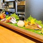 酒彩 奏 - 刺身の盛り合わせ 2,400円   よこわ、秋刀魚、鯵、白烏賊、さごし