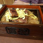 富松うなぎ屋 - 特上セイロ、3000円。箱の色が違います~       2枚ほど鰻が増量~