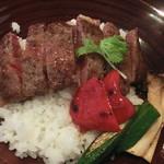 季節の風 蔵 - ステーキ丼(アップ)