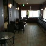 IWABA CAFE - 入口側より奥を拝見