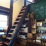 56557174 - こんな急階段もオシャレな雰囲気が漂っています