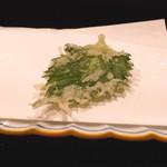 割烹 山路 - 大葉の天ぷら