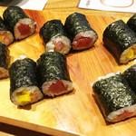 魚と肴 - 最後に鉄火の細巻きとトロタクの細巻きを頂きました。