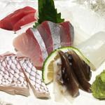 魚と肴 - 特上盛1,980円もありましたが、今回は5種盛(2~3人前)1,100円。