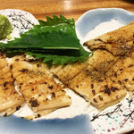 魚と肴 - 煮穴子の炙り。