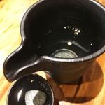 魚と肴 - 福岡のお酒を頂きます。 博多の森 純米超辛口。