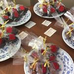 ル・ショコラ - テーブルの上にもいろいろなチョコレートが